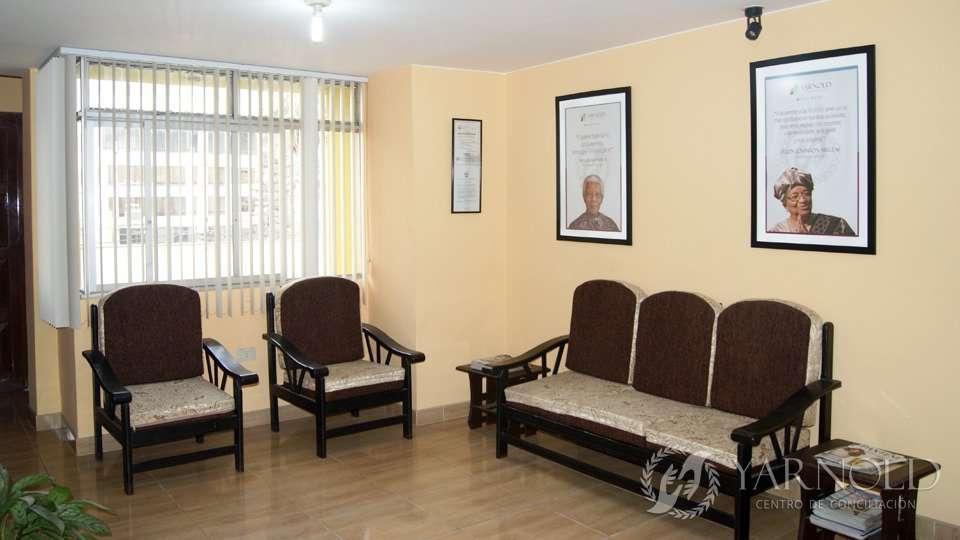 Sala de Recepción - Vista frontal | Centro de Conciliación Yarnold