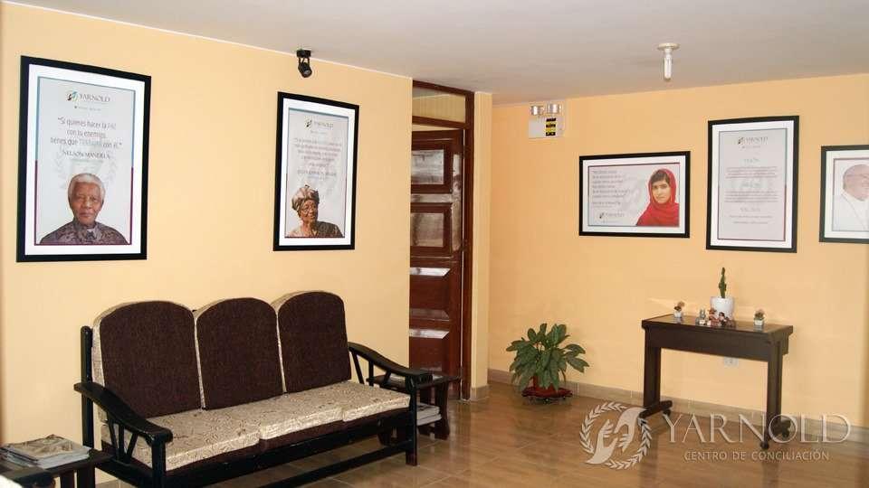 Sala de Recepción - Vista posterior | Centro de Conciliación Yarnold